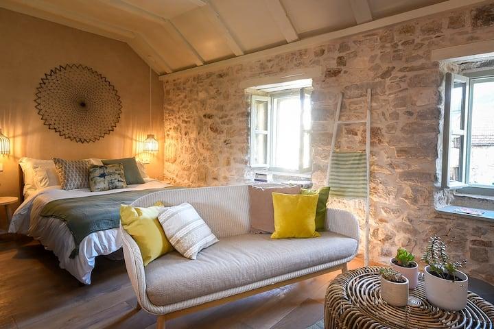 NEW LuxuryPenthouseApt in heart of Stari Grad Hvar
