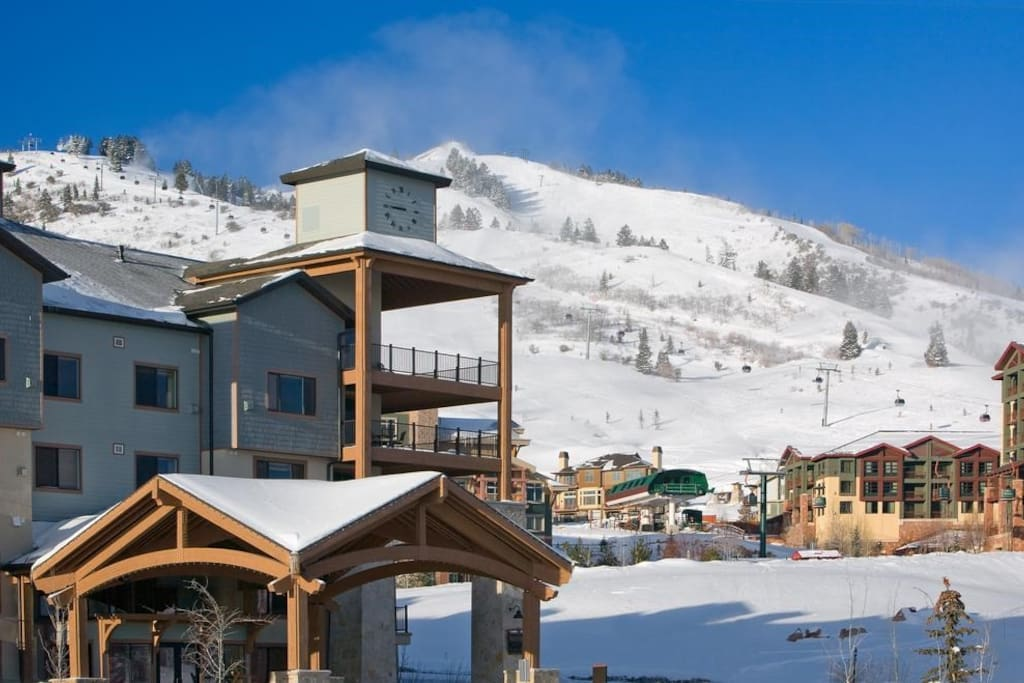 Enjoy great ski-in/ski-out access to the slopes