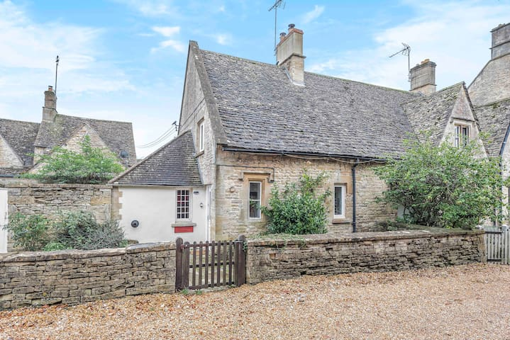 Church Farm Cottage  - in the heart of Northleach