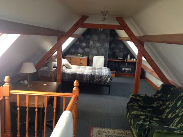 Airy, spacious double loft room - Malmesbury - Loftlakás