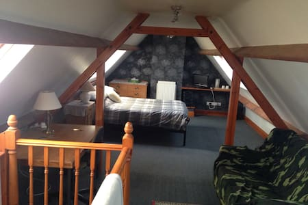 Airy, spacious double loft room - Malmesbury