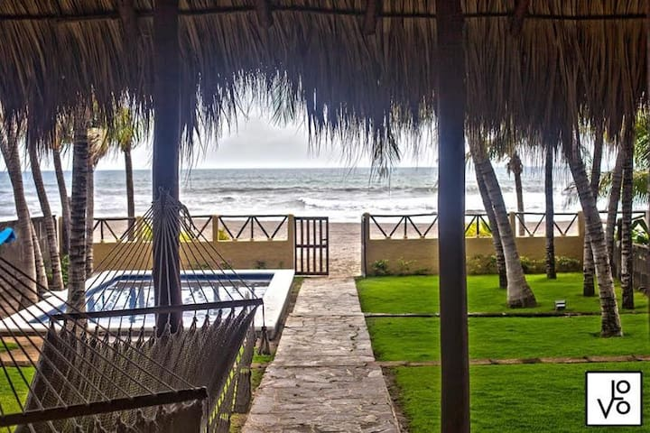 Beautiful Beachfront House - Pochomil Viejo
