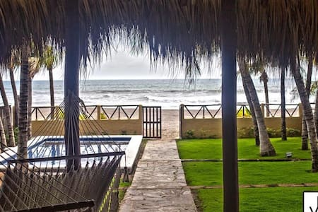 Beautiful Beachfront House - Pochomil Viejo - Haus
