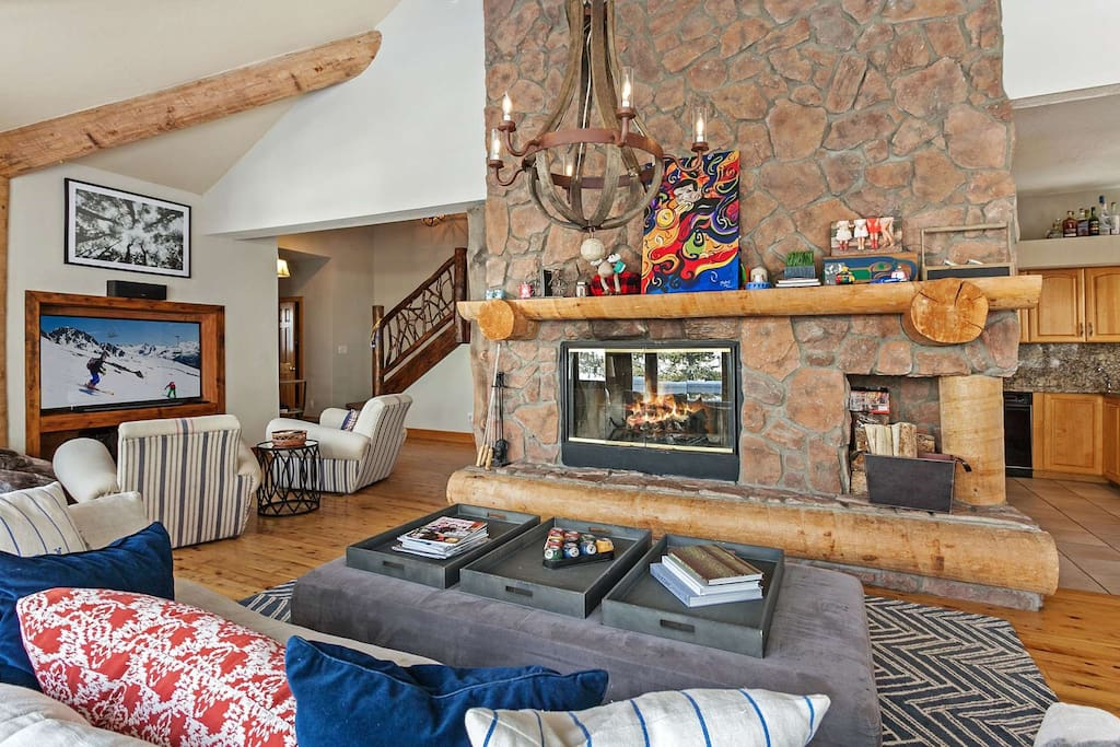 Large open living, entertainment and dining area. Includes flat screen TV and wood burning fireplace.