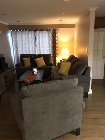 Chambre calme dans une belle maison à Laval