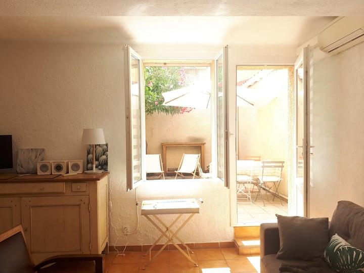 Maison de charme 114 m2 + patio au village 8 pers