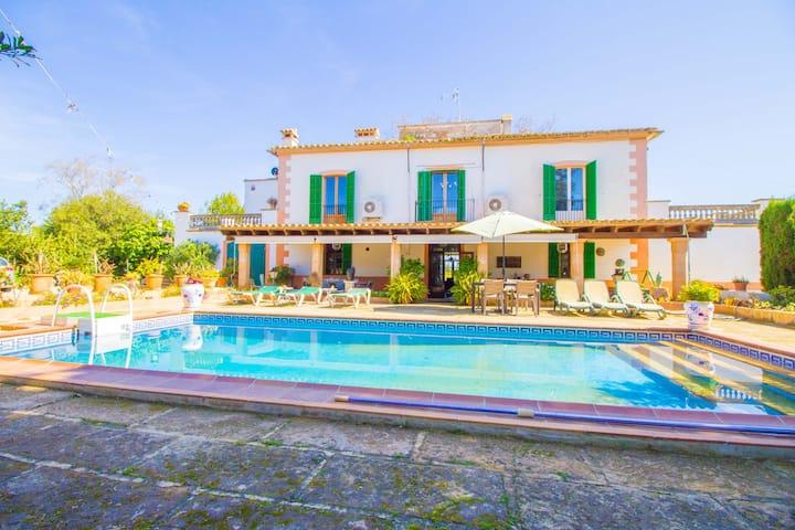 Preciosa villa de estilo Mallorquín con piscina, wifi y A/c