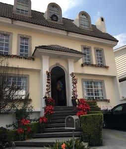 Santa Fe, Villa Verdun, linda casa - เม็กซิโกซิตี้