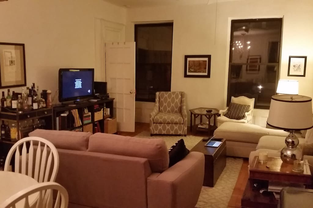 Living room, TV set, full cable, chromecast and wireless internet. The door off the side is one of the other bedrooms.