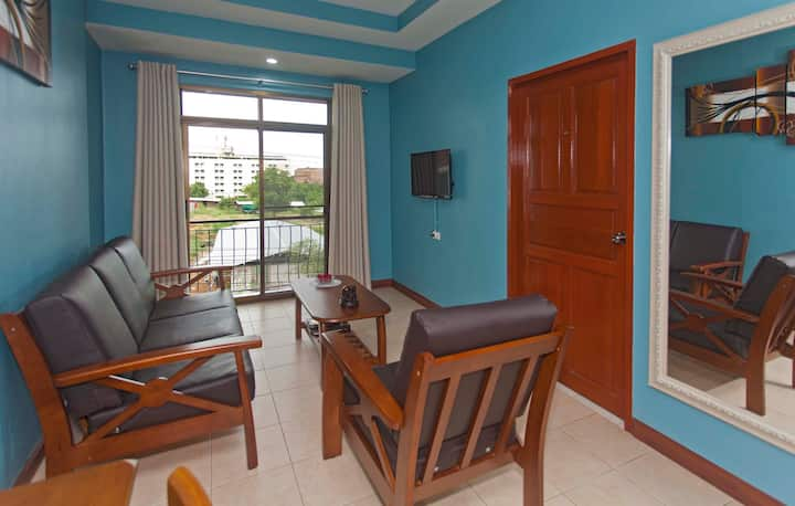 Homely 2 Bedroom Suite Free Wi-Fi & close to beach