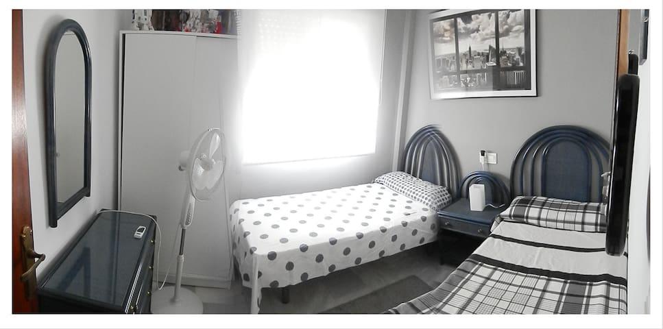 Habitación DOBLE acogedora privada en Unifamiliar - El Pinar - House