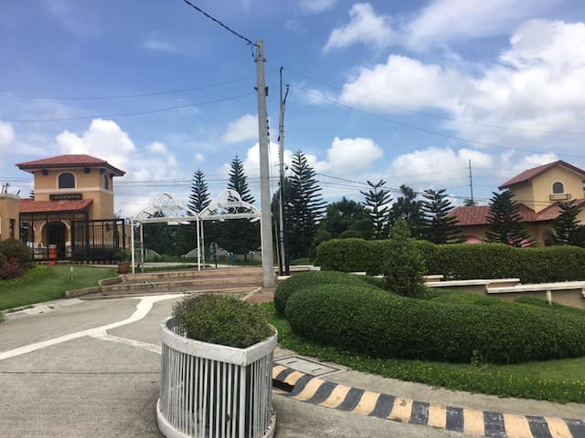TAGAYTAY Brand New ENTIRE House Nice & Safe Place