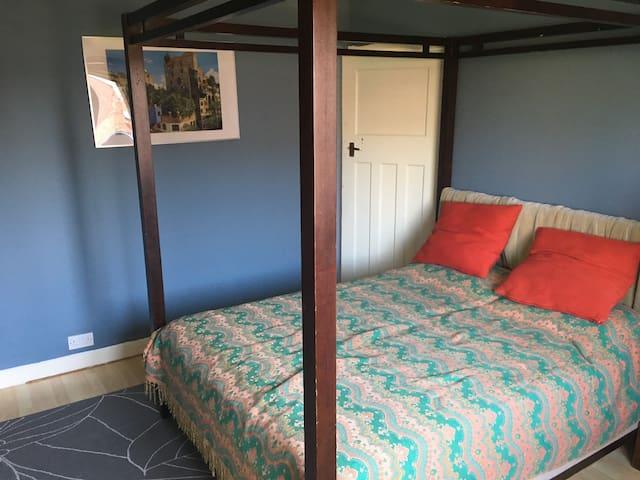 Luxury bedroom nr MUFC Old Trafford cricket & tram