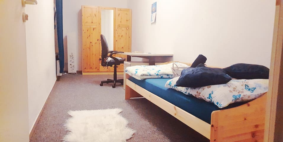 Bright, stylish room near Hbf Halle-free parking