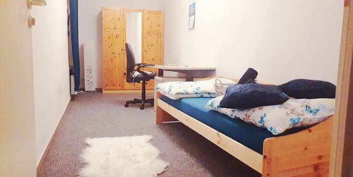 Bright, stylish room near Hbf Halle-free parking