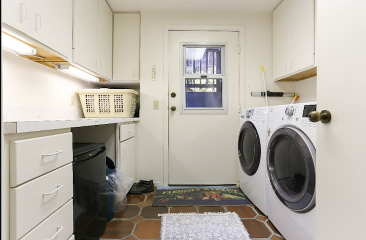 Laundry room with sink, microwave oven and kettle - offers a mini kitchen on same floor as guest room