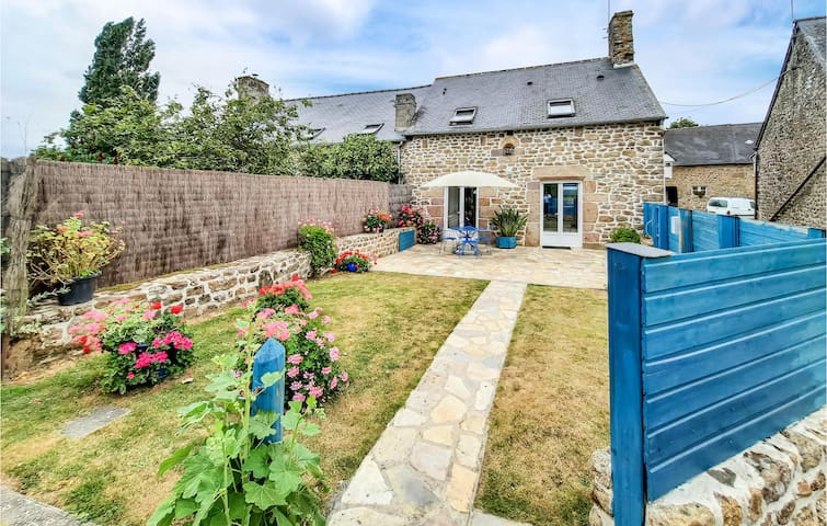 Amazing home in St Broladre with 2 Bedrooms