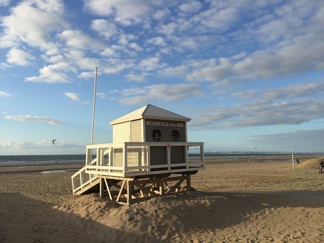 Charmante villa à 100m de la plage de Bénerville