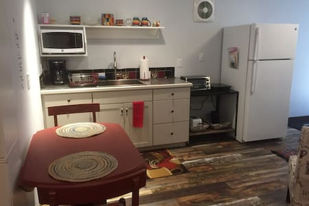 Bellingham/Fairhaven Studio, quiet, 1-2 beds/1BR.