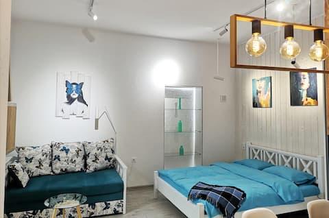 Стильна красива нова квартира біля Площі Ринок
