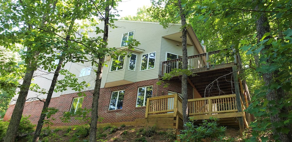 The Treetop Flat of Asheville