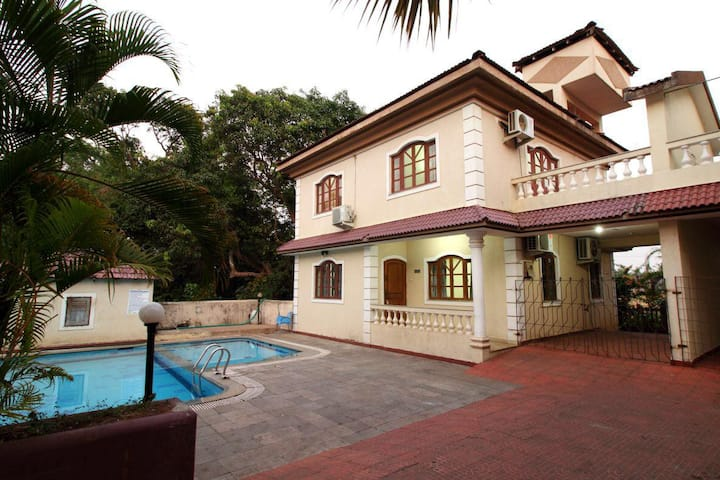 4 BHK Baga Budget Villa with Pool for 14 Pax- A