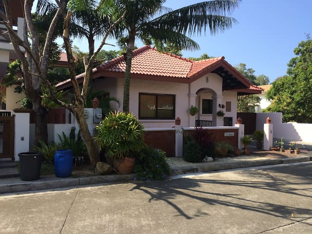 Punta Fuego Beach House - Nasugbu - House