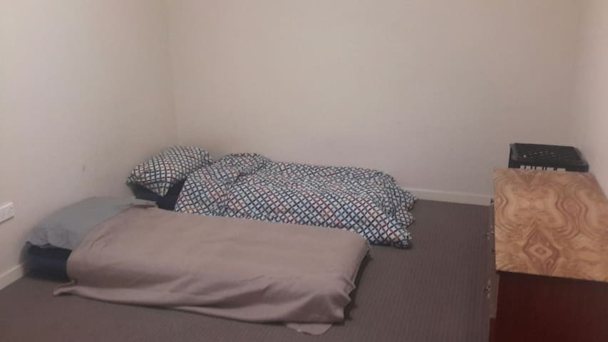 Twin private room to rent in Unit - Belmore