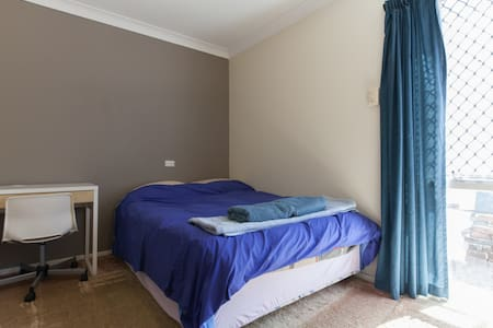 Double Bed Room In A Comfy Home - Carine - Talo
