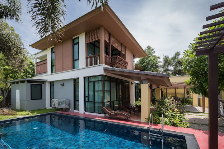 4 Bedroom Private Villa with Pool V16 in Pattaya