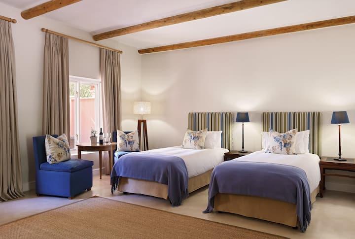 Beautiful, spacious Cape Winelands hotel Signature Room in Stellenbosch