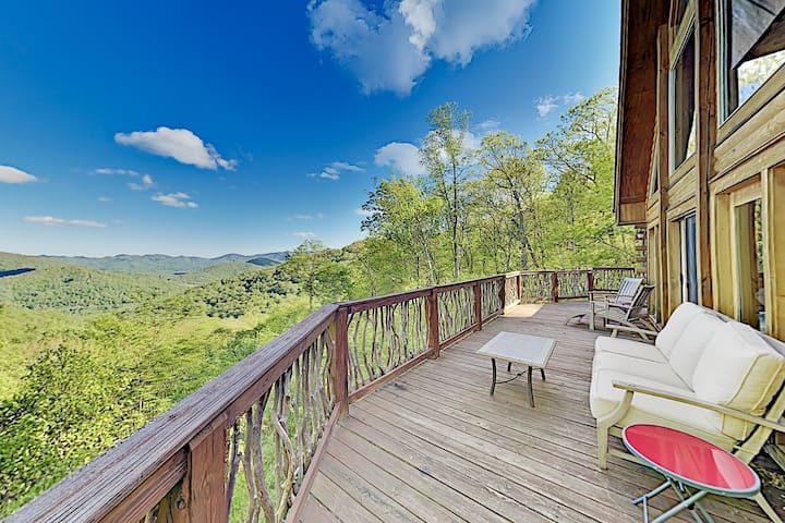 Epic Mountain Views, Game Room & Large Deck