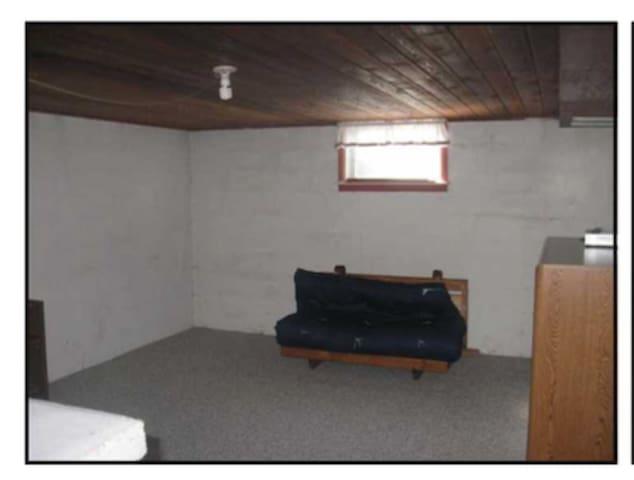 Basement with futon - Arlington - Casa