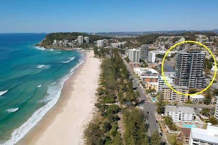 ⛱️ Burleigh Beach Apartment on Esplanade