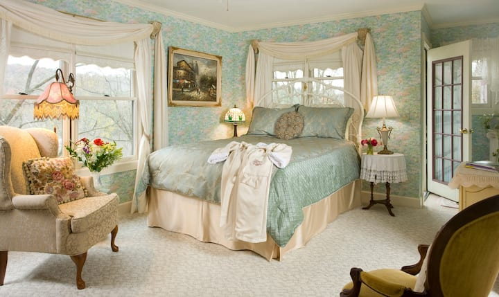 Monet - Arsenic and Old Lace Bed & Breakfast Inn
