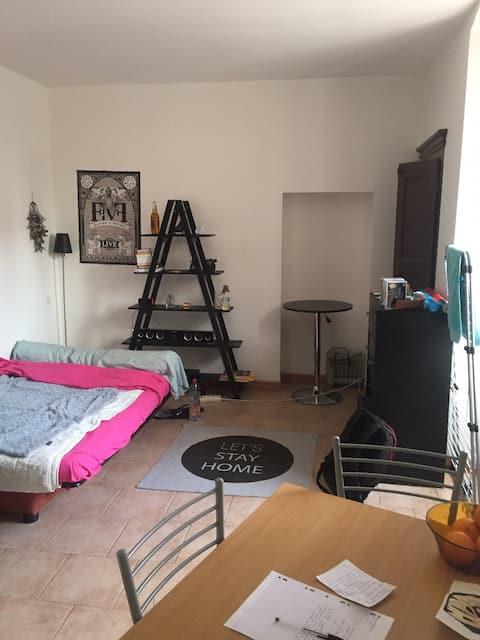 Studio mignon en centre ville place Paoli
