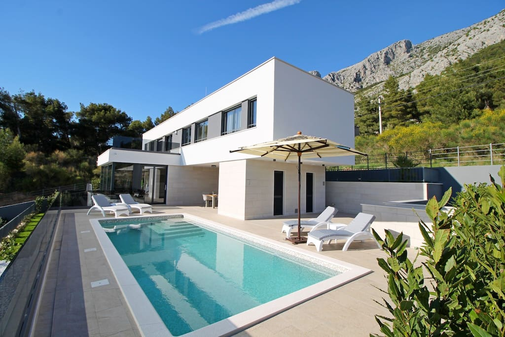 Villa Ivan with 5 bedrooms, gym, sauna, only 80 m from beach and restaurant