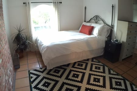 Comfortable in-law with private yard. - San Rafael - House