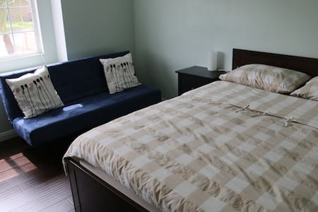 Private Entrance / 2 Rooms / 4 miles to Disney - Гарден-Гроув - Дом