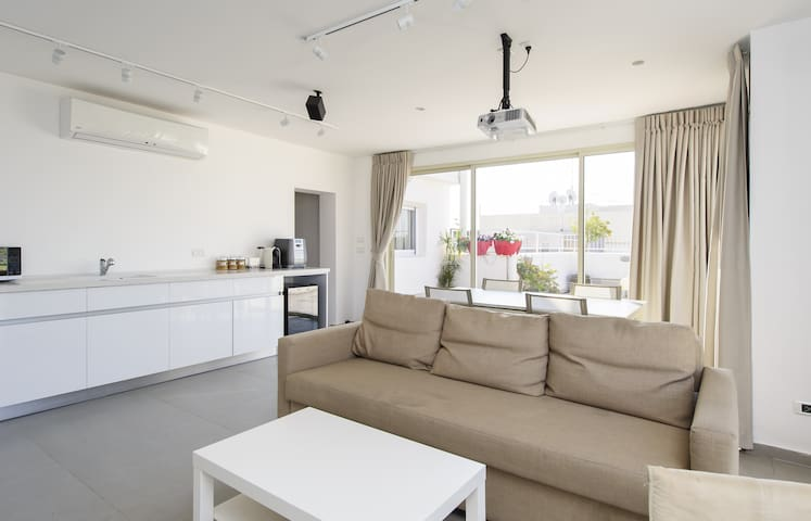 Luxury NEW Duplex Near TLV&AIRPORT - Yehud Monoson near Tel Aviv - Flat