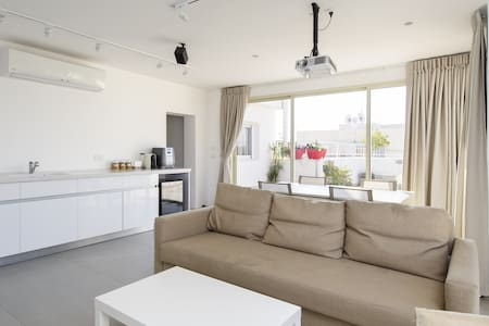 Luxury NEW Duplex Near TLV&AIRPORT - Yehud Monoson near Tel Aviv - Byt