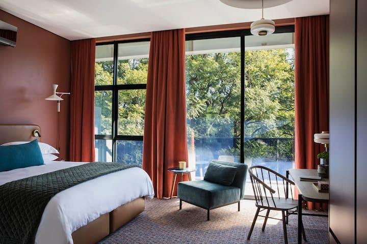 Secure Rosebank 5 star, serviced daily hotel
