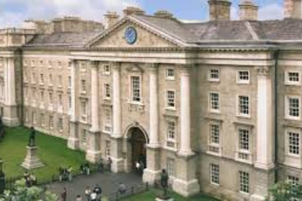 Trinity College Dublin 5 min walk