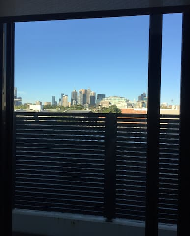 Near new, clean, open spaced apartment in Richmond - Richmond - Apartament