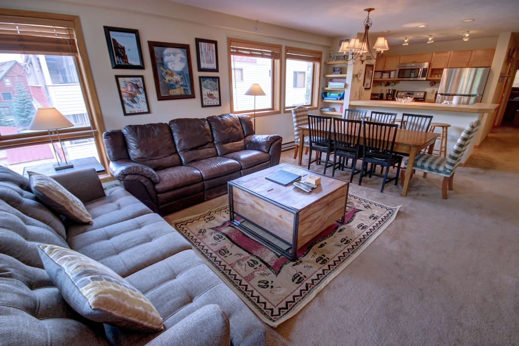 Attractive Liftside ski vacation condo!