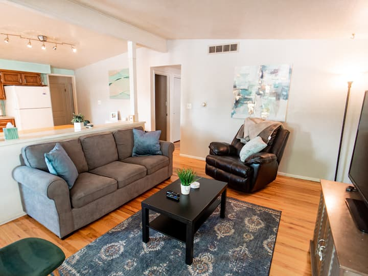Gallup House - Cute, Cozy, Centrally Located!