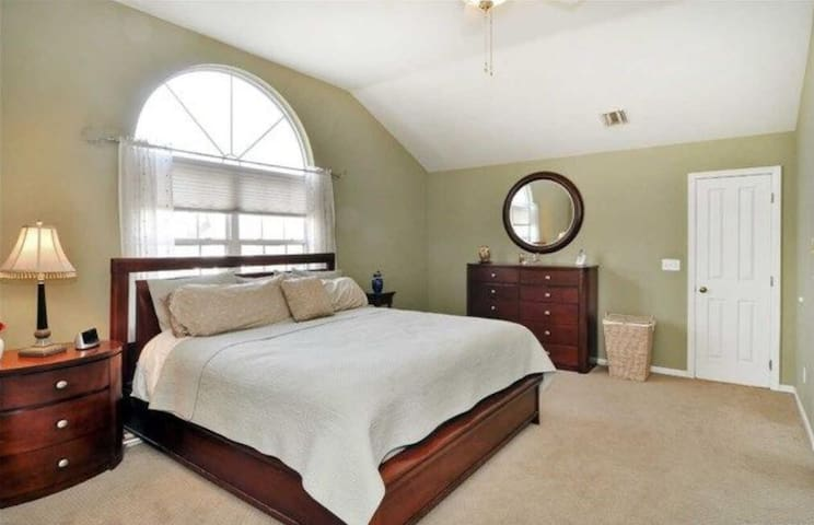Long Island Hidden Gem -Master Suite with Bathroom - Glen Cove - House