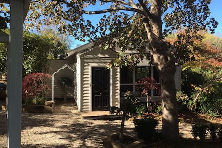 Charming, renovated country cottage - Mt Macedon - Hus