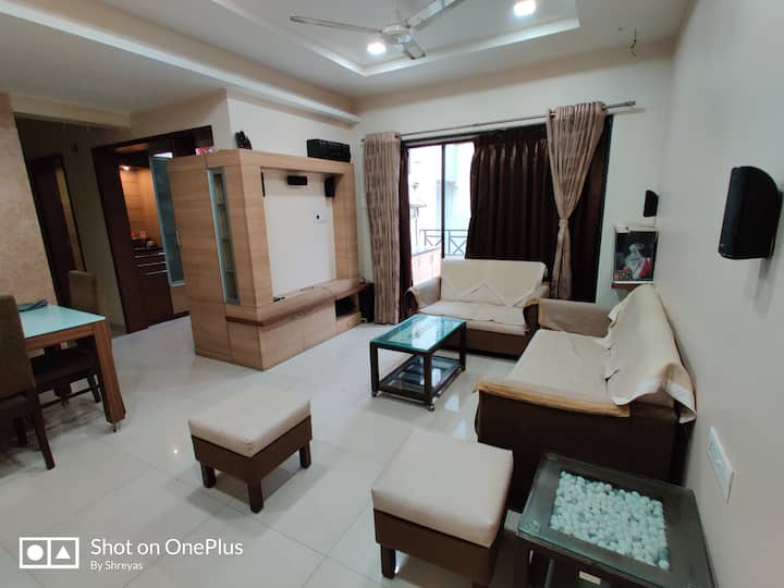 Luxurious private room in 2 BHK flat in city