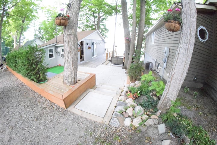 Lakeside Cottage 1.5Hr from Toronto